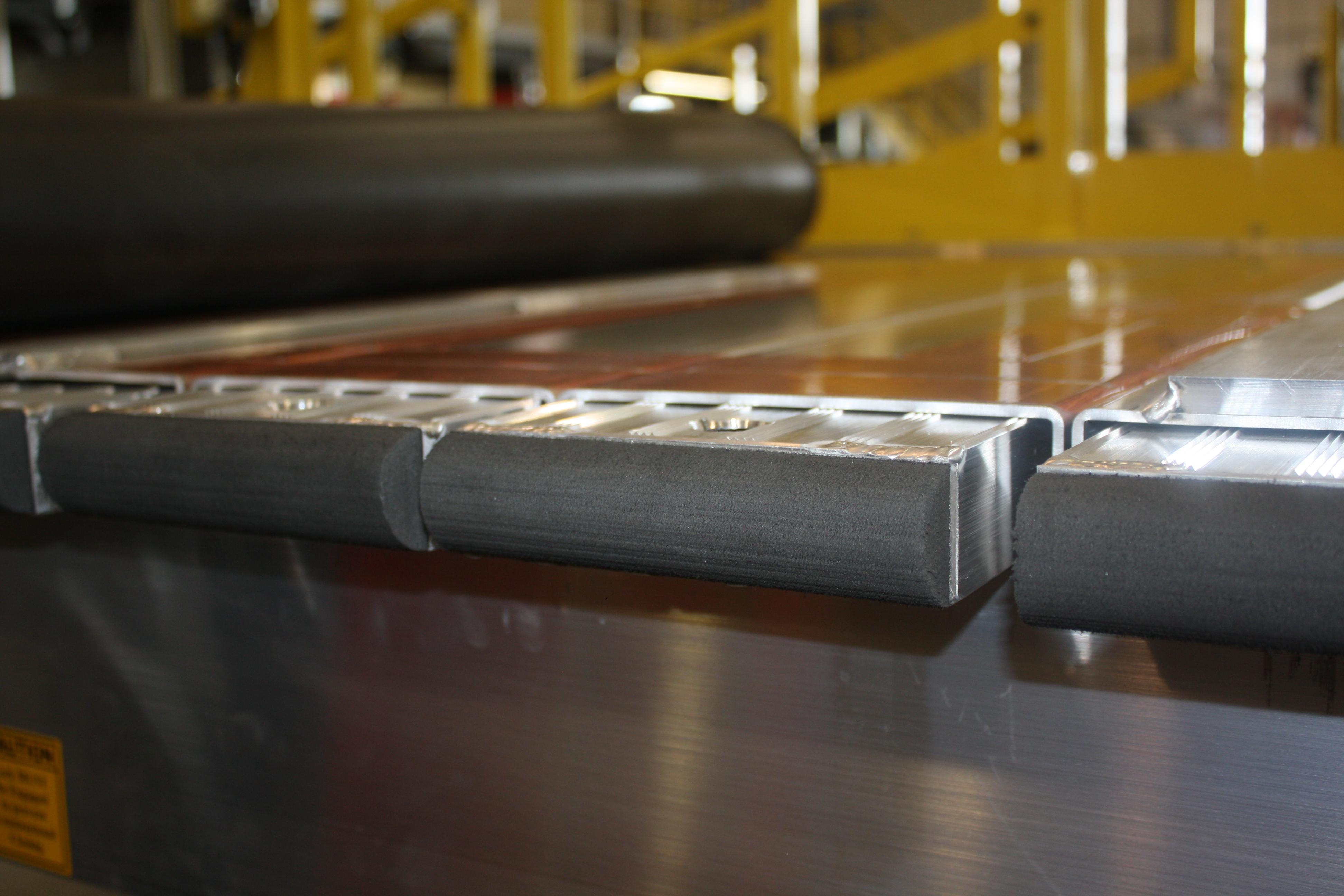 Thin-line deck